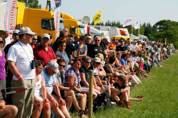 spectators in the paddock-900 20140210 2063146784